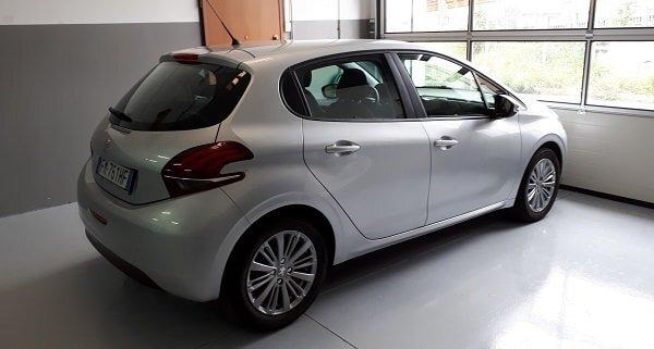 Noleggio auto foto Peugeot 208 in Carrozzeria Giusta