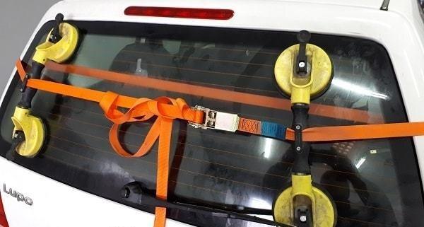 sostituzione vetri auto roma foto del volkswagen polo con lunotto sostituito in Carrozzeria Giusta