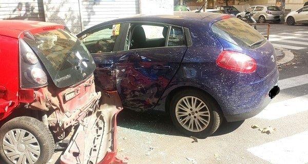 infortunistica stradale roma foto delle due macchine incidentati